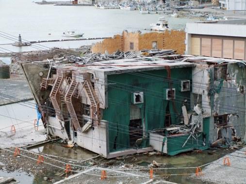 20120504-35横倒しの建物