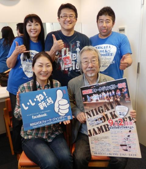 20120519-77小室さんとポスター