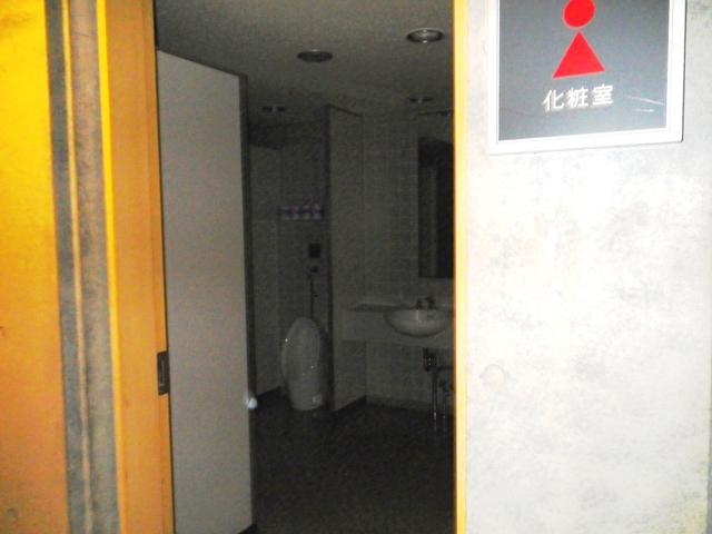 女子トイレ内男児便器