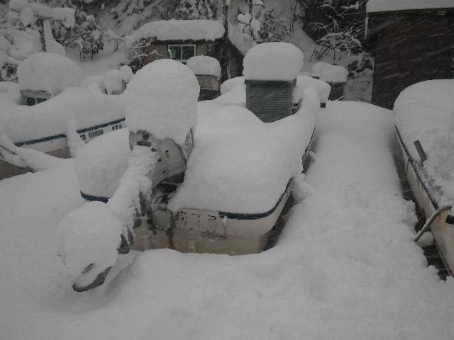 雪に埋もれた雷音丸