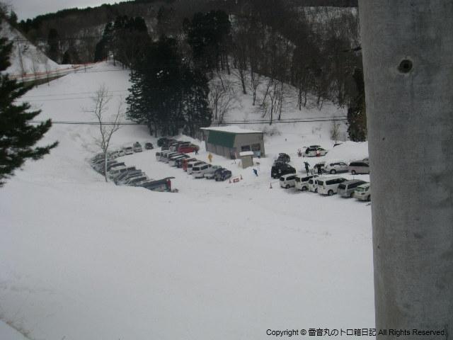 駐車場いっぱいです。