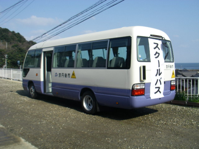 新車のバス