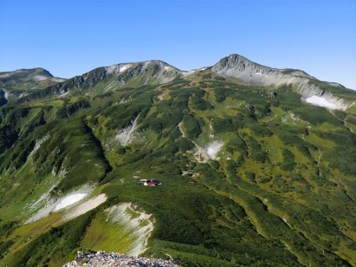 三俣山荘と後方は三俣蓮華岳