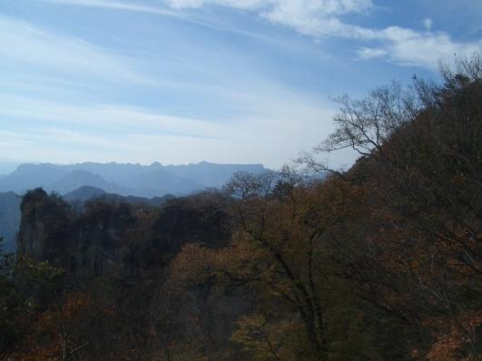 大砲岩から西上州の山並み