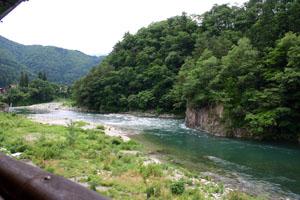天然温泉 白川郷の湯 露天から庄川の素晴らしい景観がご覧いただけます