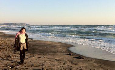 浜辺でラブラブ写真