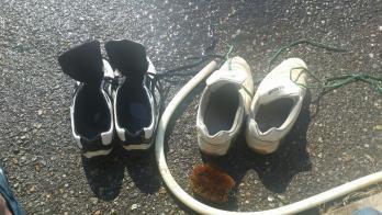 臭い靴はーいてたオンナノコー