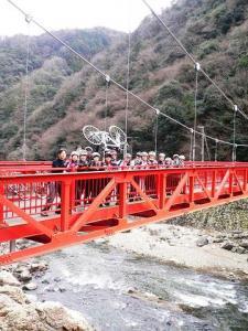 ゴール 赤い橋