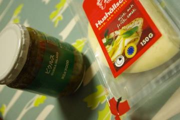 ピクルスとチーズ