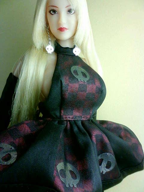 scull_dress_f.jpg