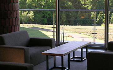 タモの一枚板リビングテーブル