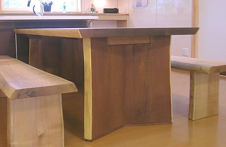 木のダイニングテーブル黄肌