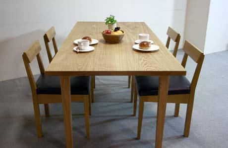 タモ無垢材のダイニングテーブル