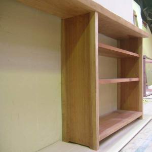 3段のシンプルな棚