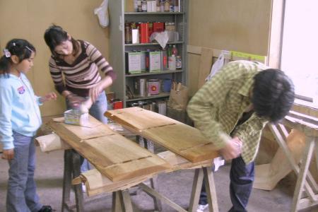家族で木工制作を体験できます