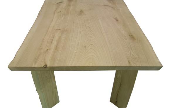 木のダイニングテーブル 栓材