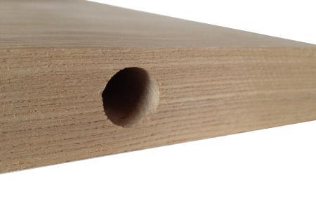 内部に施す反り止め用にテーブル天板に穴をあけます