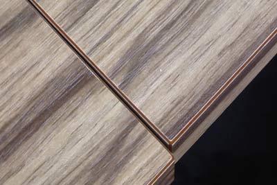 ゼブラ柄プリント合板はテーブルの縁をみると判別できます