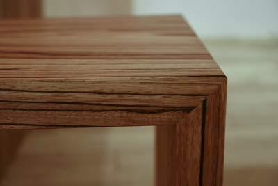 無垢材ゼブラウッドのテーブルの縁