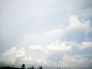 うっすらと虹が・・