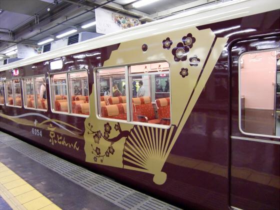 桜と共に電車色々06