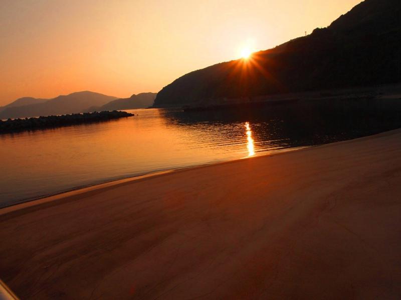夕焼けの砂浜
