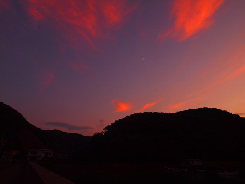 夕焼け空 三日月と