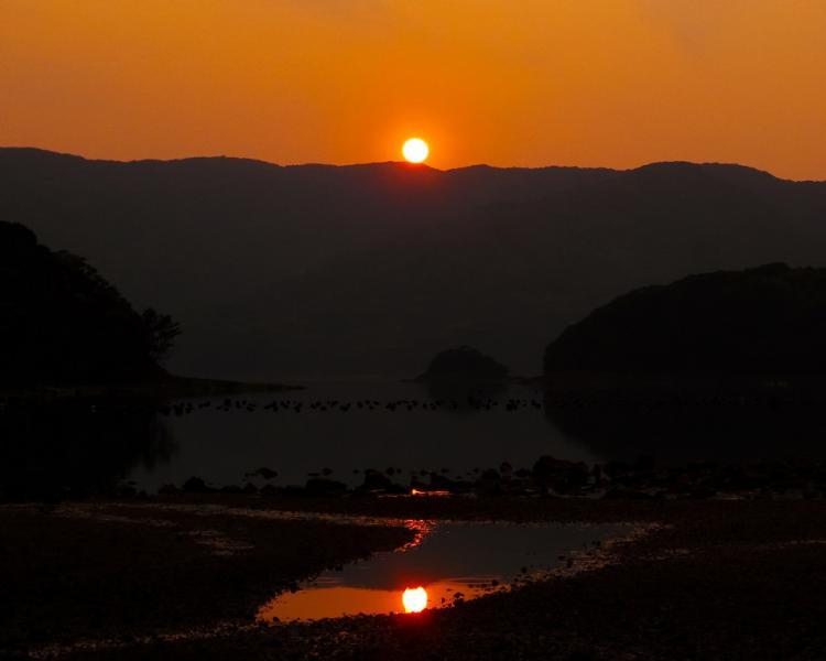 P1010951-1  ちなさげ磯の夕陽