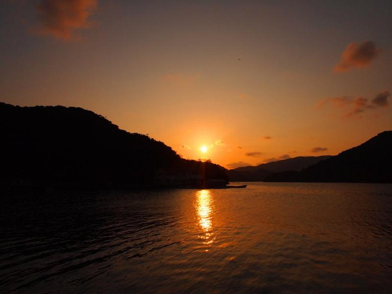 夕焼けの湾