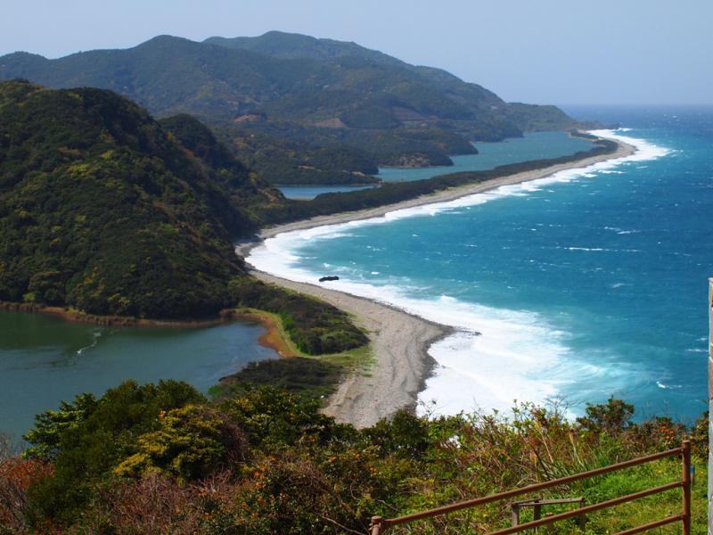 しけ波の長目の浜