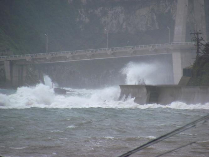 大明神橋の波