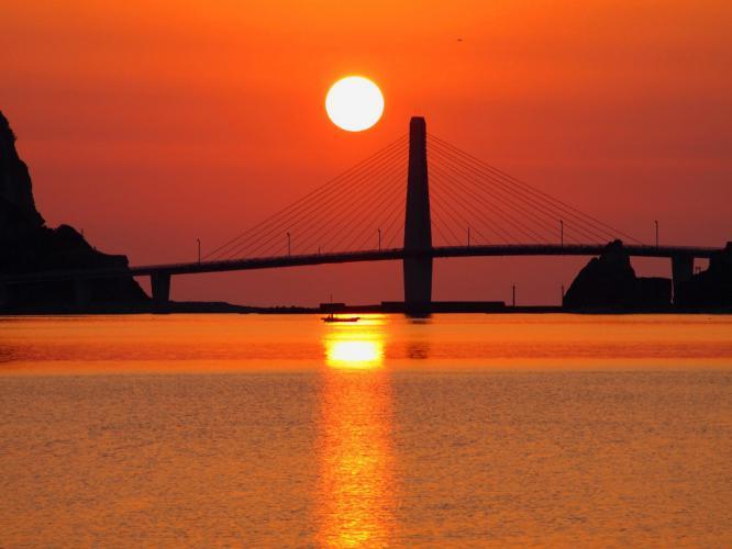 夕陽 小舟が