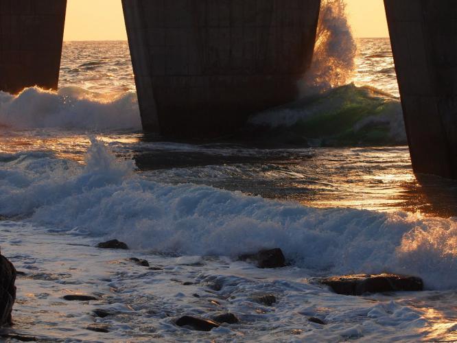 橋桁の波 2