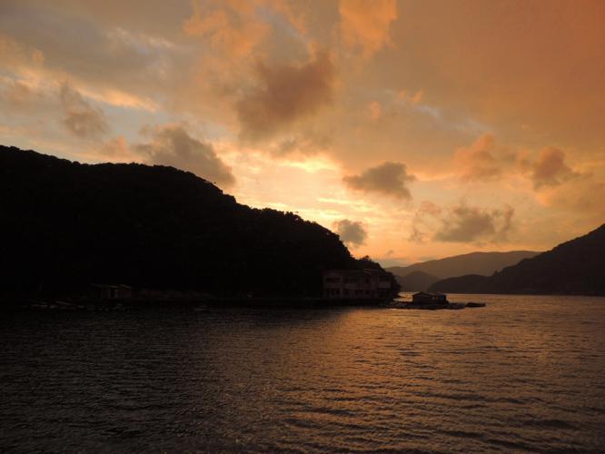 しぐれ日よりの夕暮 浦内湾