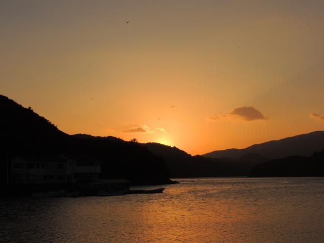 浦内湾の夕暮れに