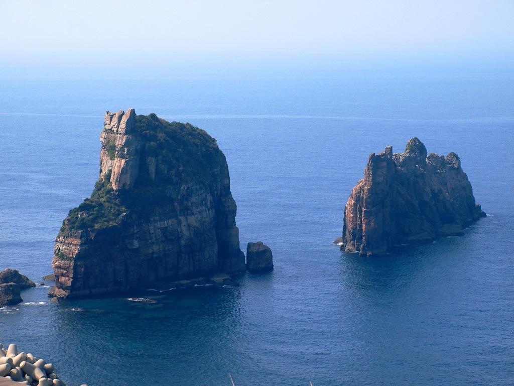 西山の断崖