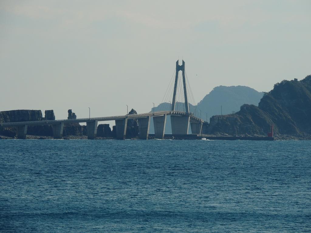 遠くに大明神橋