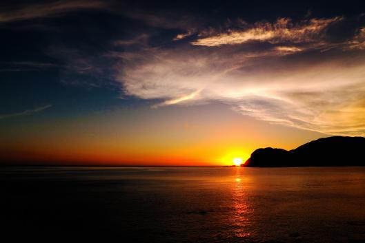 甑島 甑大明神に沈む夕日
