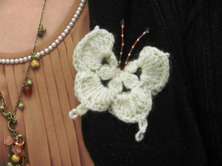 どんな服にも似合いそうな蝶々になりました。