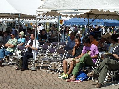 ステージ前の聴衆