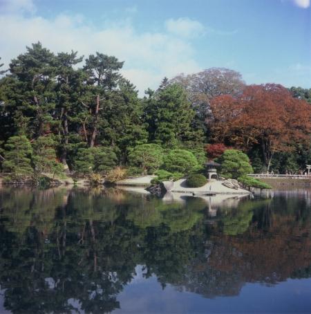 TOY-605_Yashica.jpg