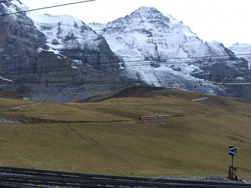 登山列車とユングフラウヨッホ