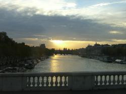 パリの朝焼け