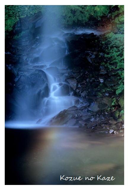 滝の虹色1