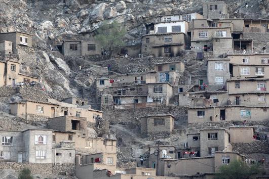 カブール山の斜面の家w