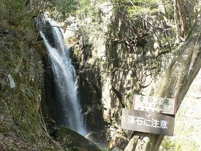様々な滝が連続します
