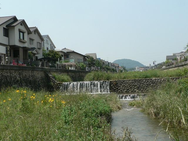 逆瀬川から甲山を見る