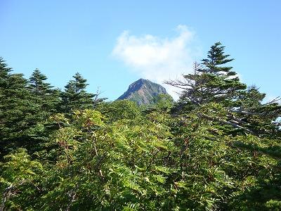 赤岳を見返します。赤い山です
