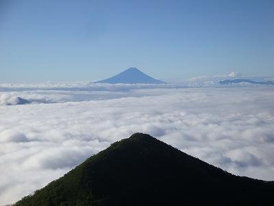 三ツ頭と富士山です
