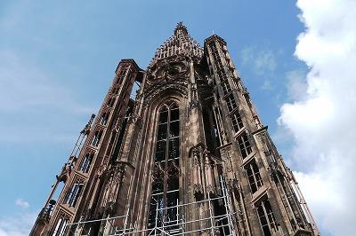 大聖堂のデッキ66mから尖塔をみる